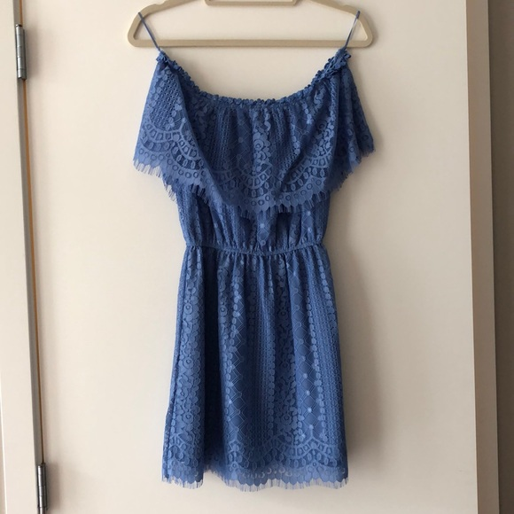 BB Dakota Dresses & Skirts - Lacy blue mini dress!